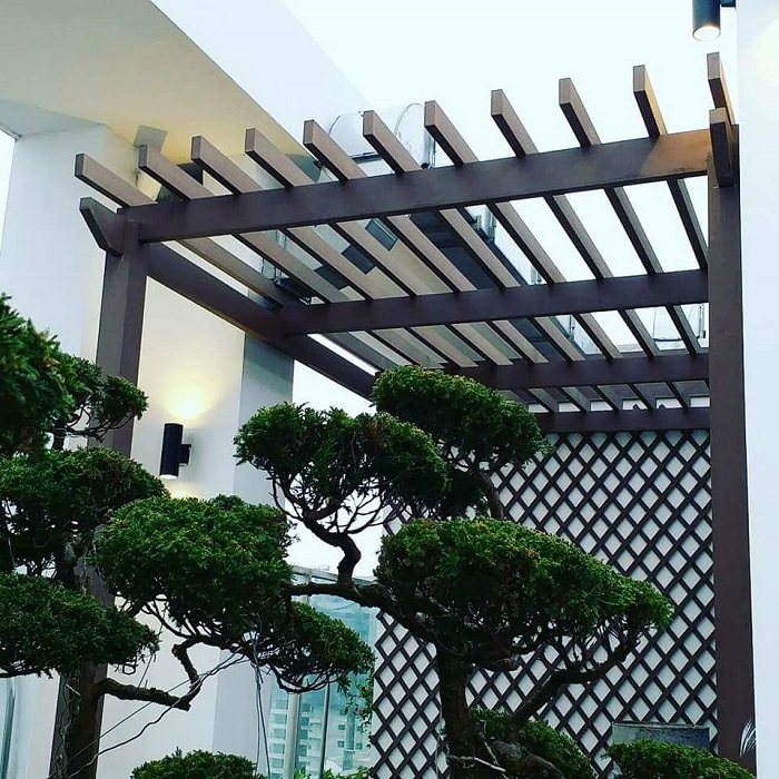 Giàn hoa giả gỗ mang đến không gian thoáng mát