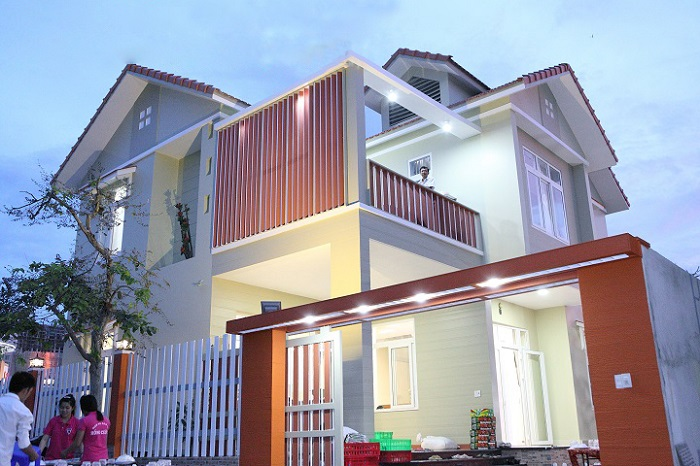 Ứng dụng ốp tường giả gỗ trong trang trí nội thất và ngoại thất.