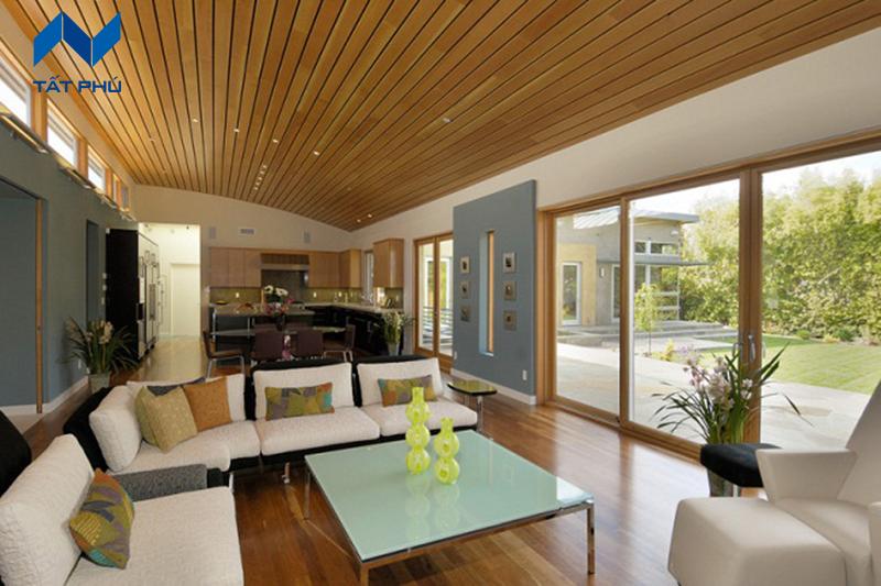 Lựa chọn màu sắc gỗ nhân tạo phù hợp để ốp trần nhà.