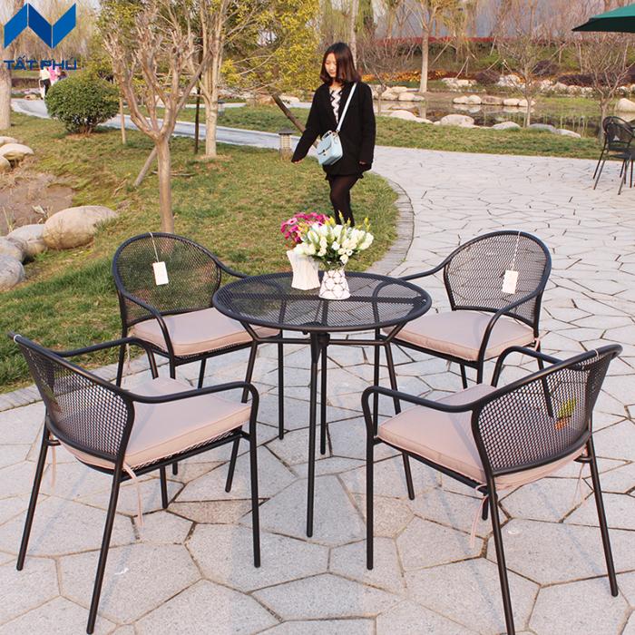 Tất Phú – Nơi cung cấp ghế ngồi gỗ nhựa uy tín, chất lượng.