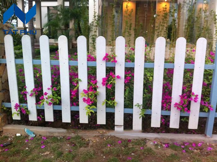 Đặc tính nổi bật của hàng rào giả gỗ.