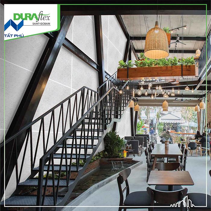 Tổng quan về tấm Duraflex làm quán café.
