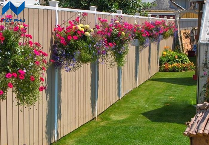 Tại sao nên sử dụng hàng rào giả gỗ thay vì hàng rào gỗ tự nhiên.