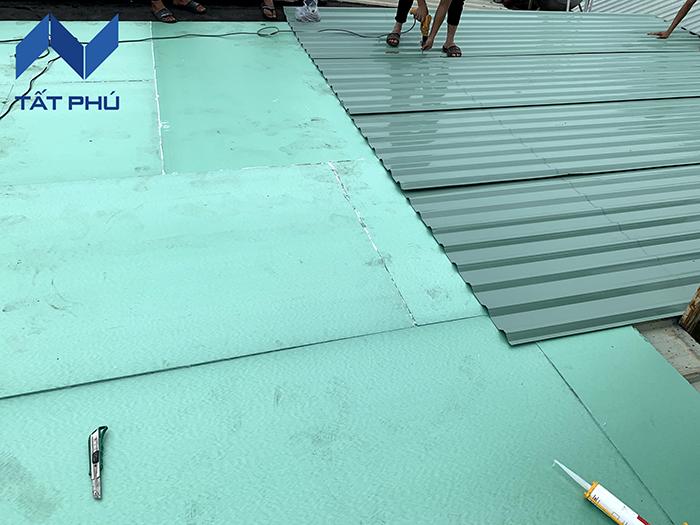 Chống nóng mái tôn không cần dỡ tôn cũ