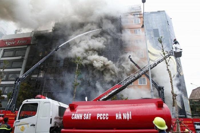 Tìm hiểu hệ thống chống cháy lan tại các khoảng trống giữa sàn và hệ vách mặt dựng.